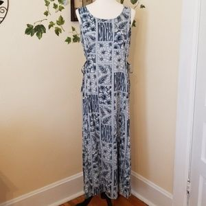 Maxi dress with side ties